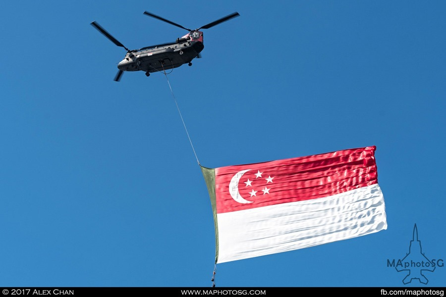 NDP flag flypast: RSAF CH-47D Chinook with Singapore Flag