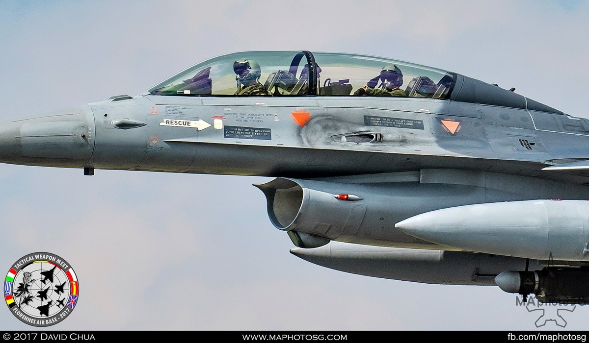 37. Crew of the Belgian Air Force F-16B MLU (FB-22) salutes as they did a low fly past.