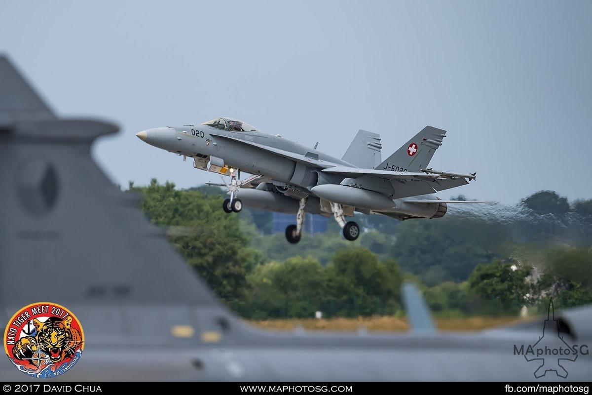Swiss Air Force Fliegerstaffel 11 F/A-18C Hornet (J-5020)