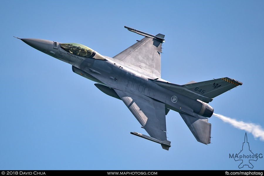 F-16C Banking to show off the top side