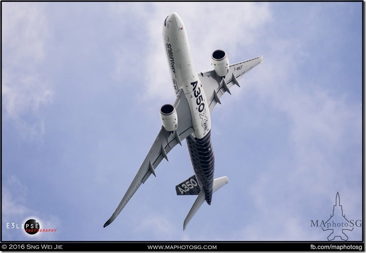 A350 performing a high angle turn