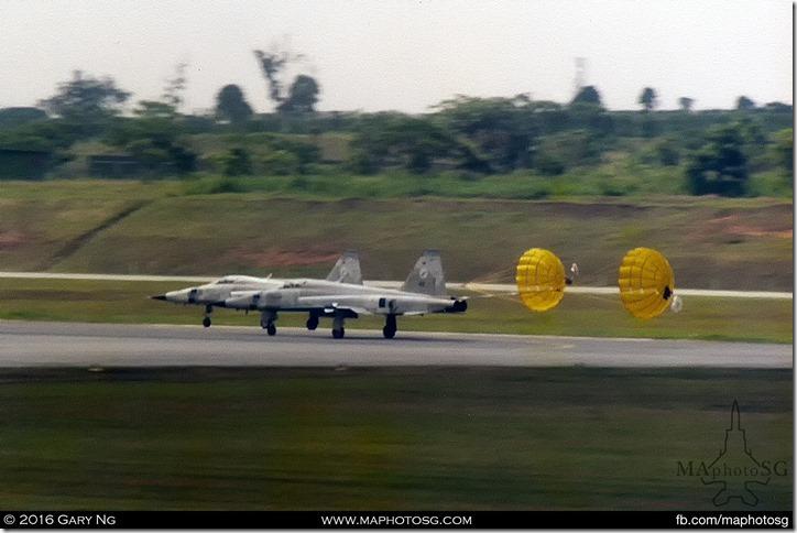 pair of Northrop F-5E Tiger IIs land with brakechutes deployed, RSAF Open House, Paya Lebar Airbase, June 1986