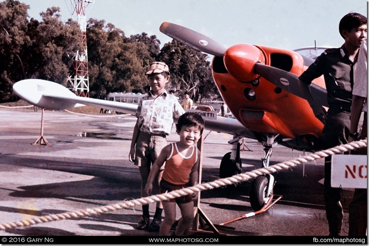 The author getting his first exposure of his eventual aviation hobby