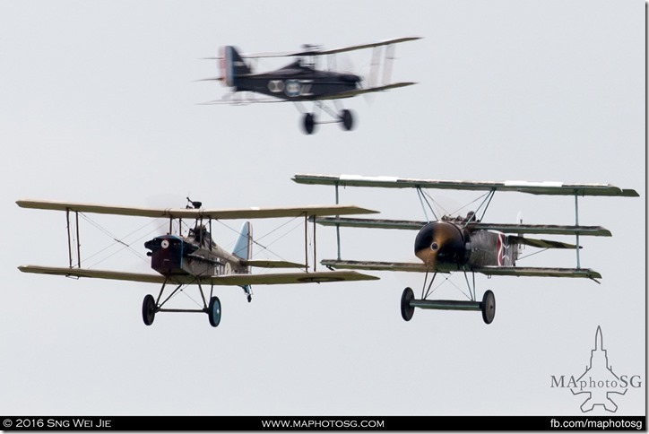 Royal Aircraft Factory SE5a and a Fokker DR.1 (the most famous piece being the one flown by the Red Baron – Manfred von Richthofen) simulating a mock dogfight during the First World War.