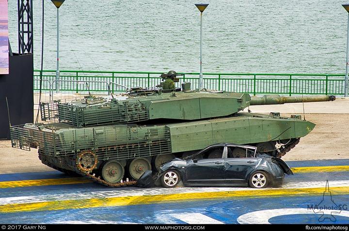 Leopard 2SG crushes a car