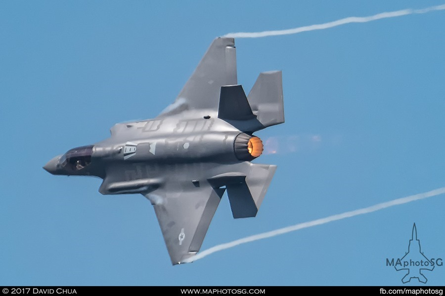 F-35A performs the Minimum Radius Turn pulling 7g