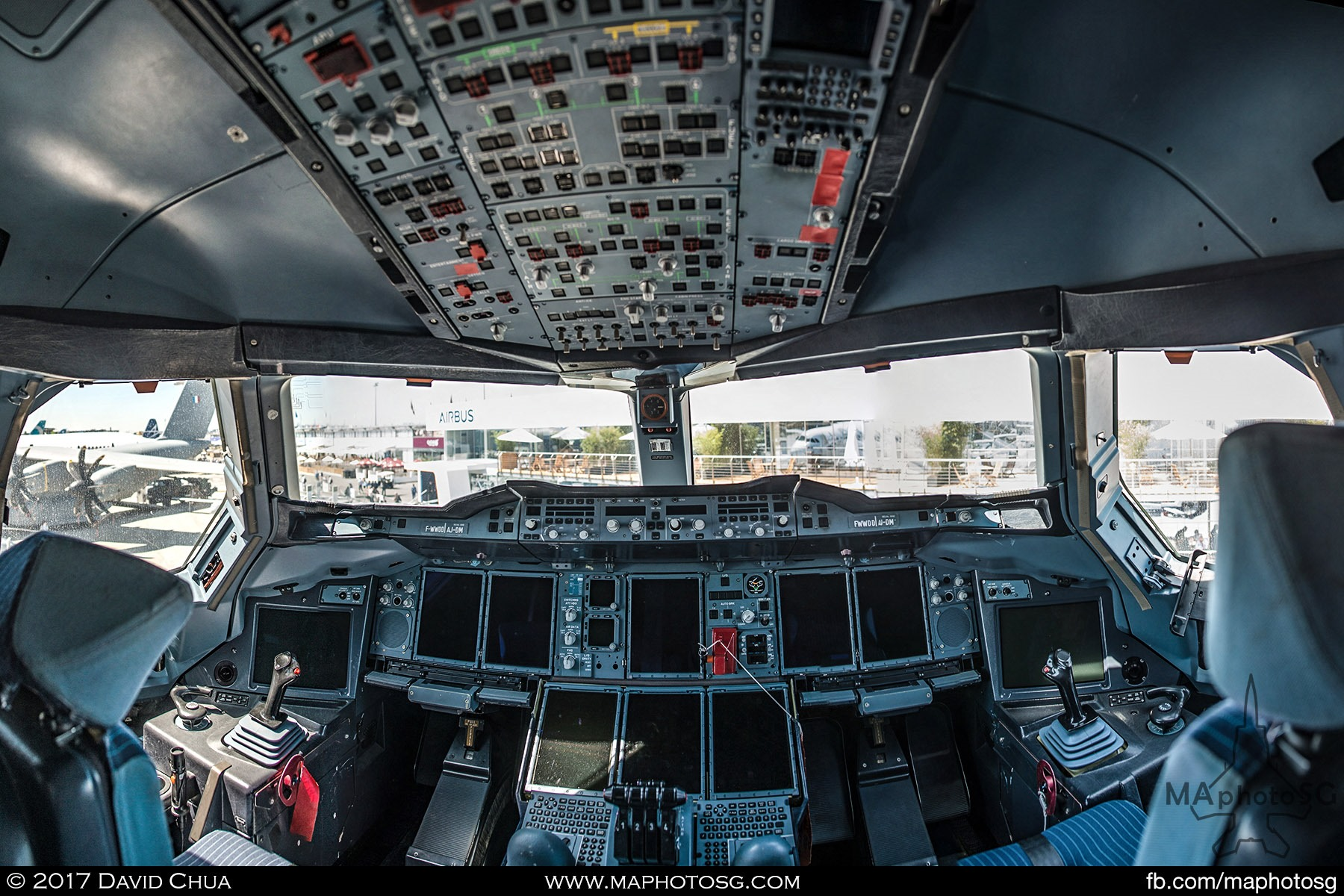 2. Cockpit of the Airbus A380plus.