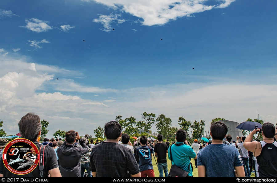 Crowd at Marina Barrage entertained by the Bomb Burst by five F-15SGs as a Salute to both nations.