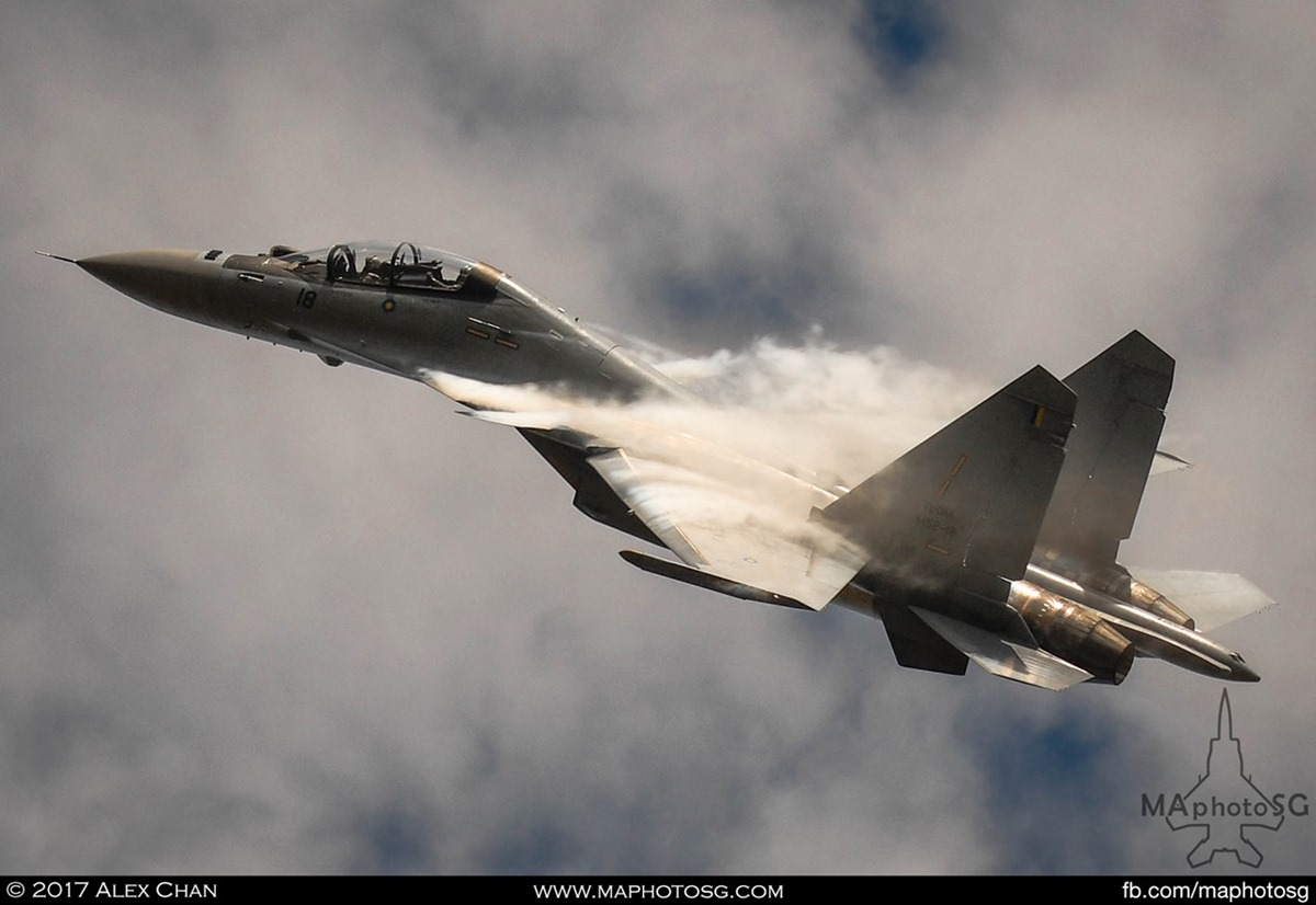 RMAF SU-30MKM Flanker generates vapor trails from it's canard wings as it performs at LIMA 2017