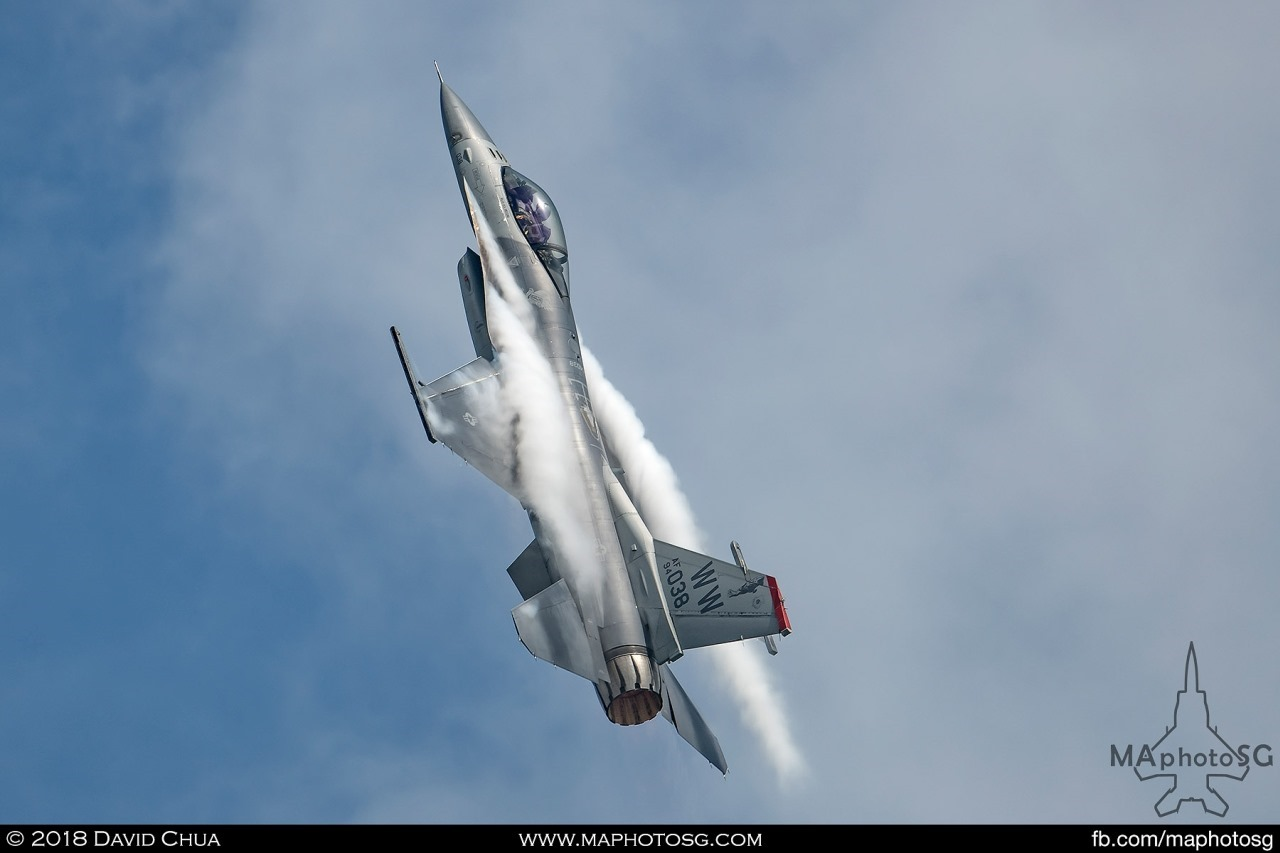 USAF F-16C pulls up with full afterburner