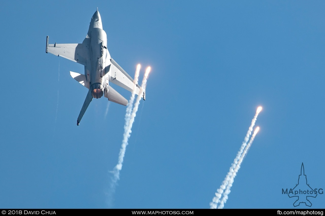 USAF F-16C releases flares as it goes vertical