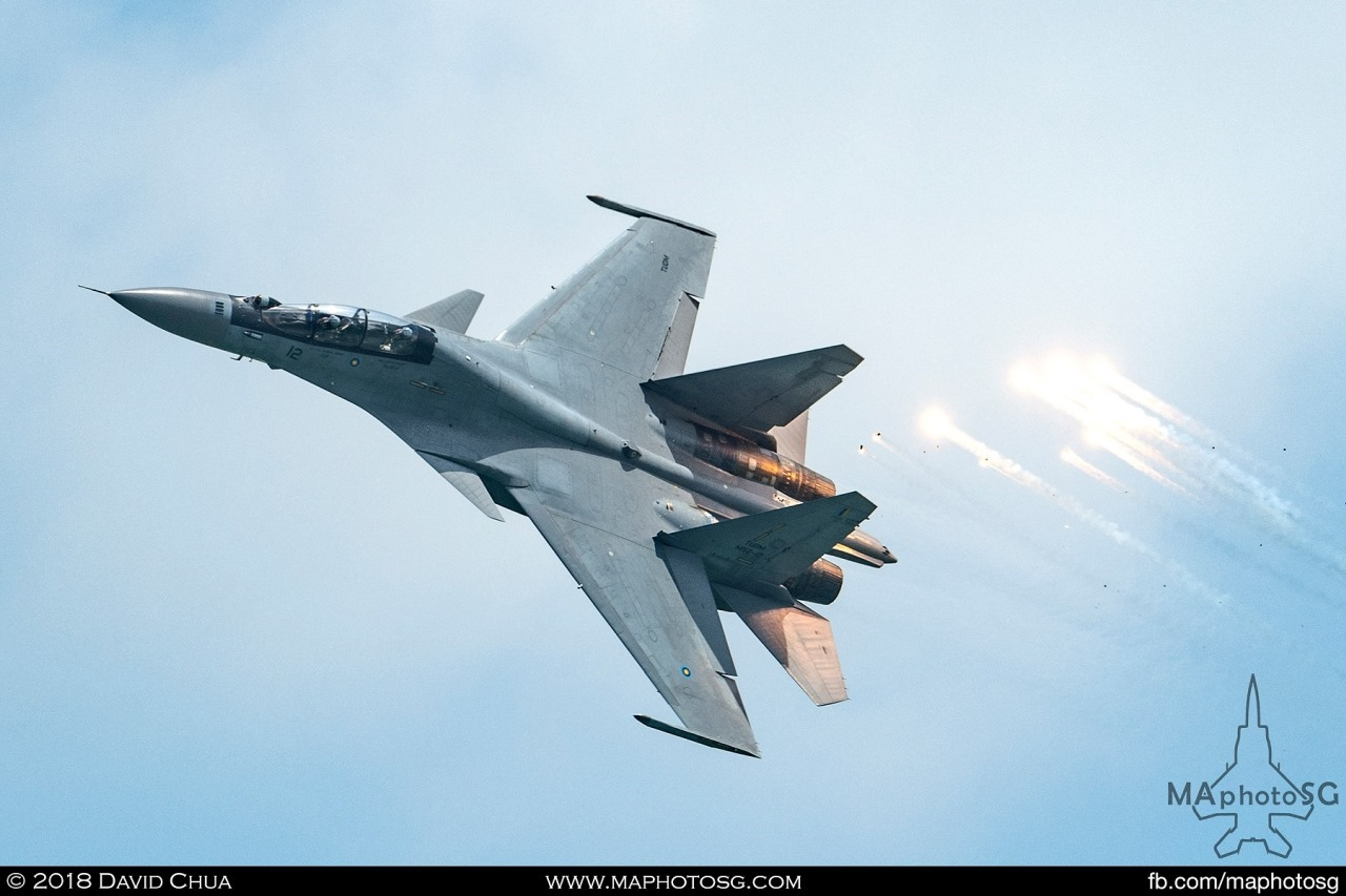 Performaing for the second time in Singapore, the RMAF SU-30MKM wows spectators with its physics defying manoeuvres and impressive flare displays.