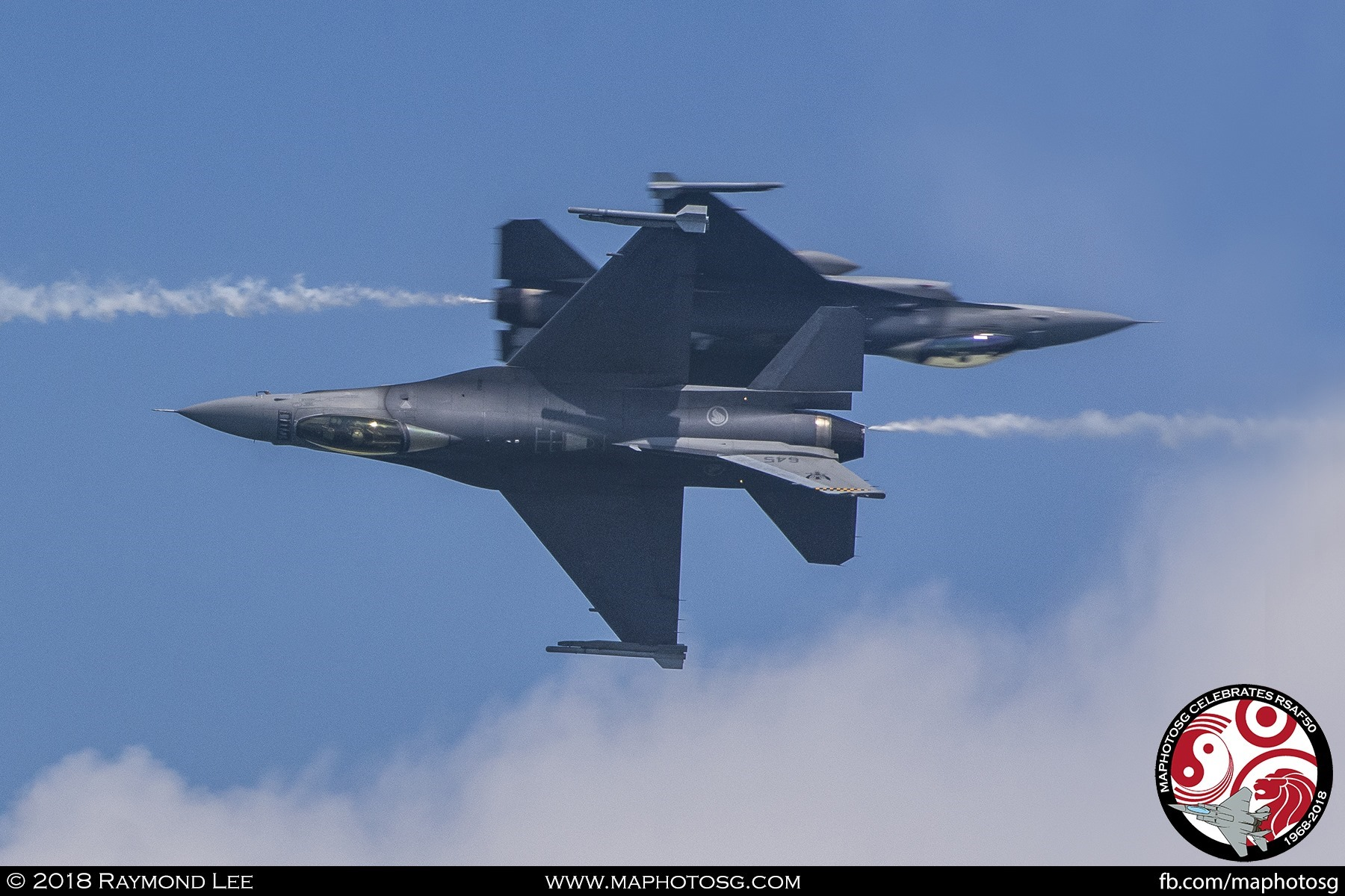 Aileron Roll Hit – The two F-16Cs cross close to each other while executing a simultaneous aileron roll.