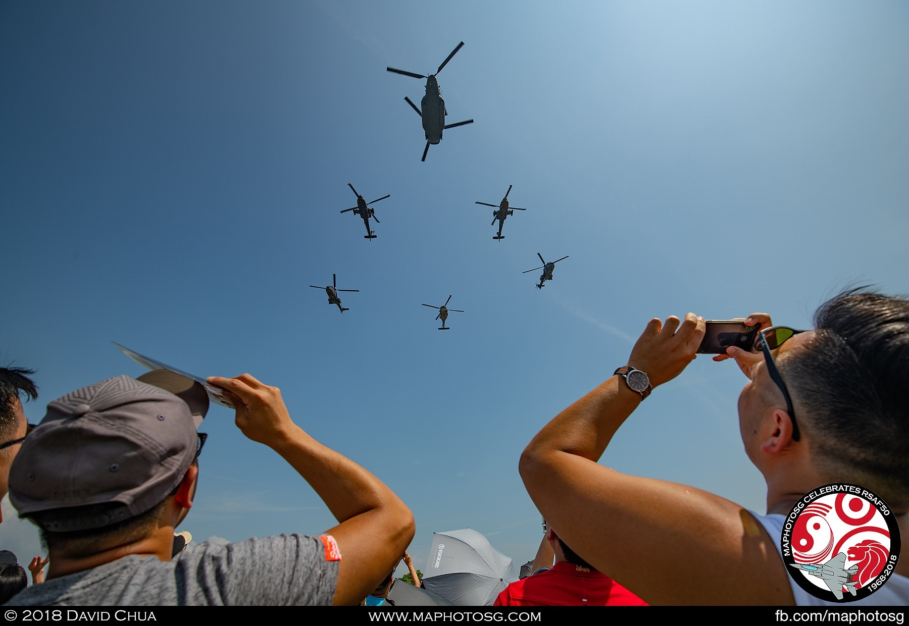 Crowd takes pictures of the Helicopter Formation