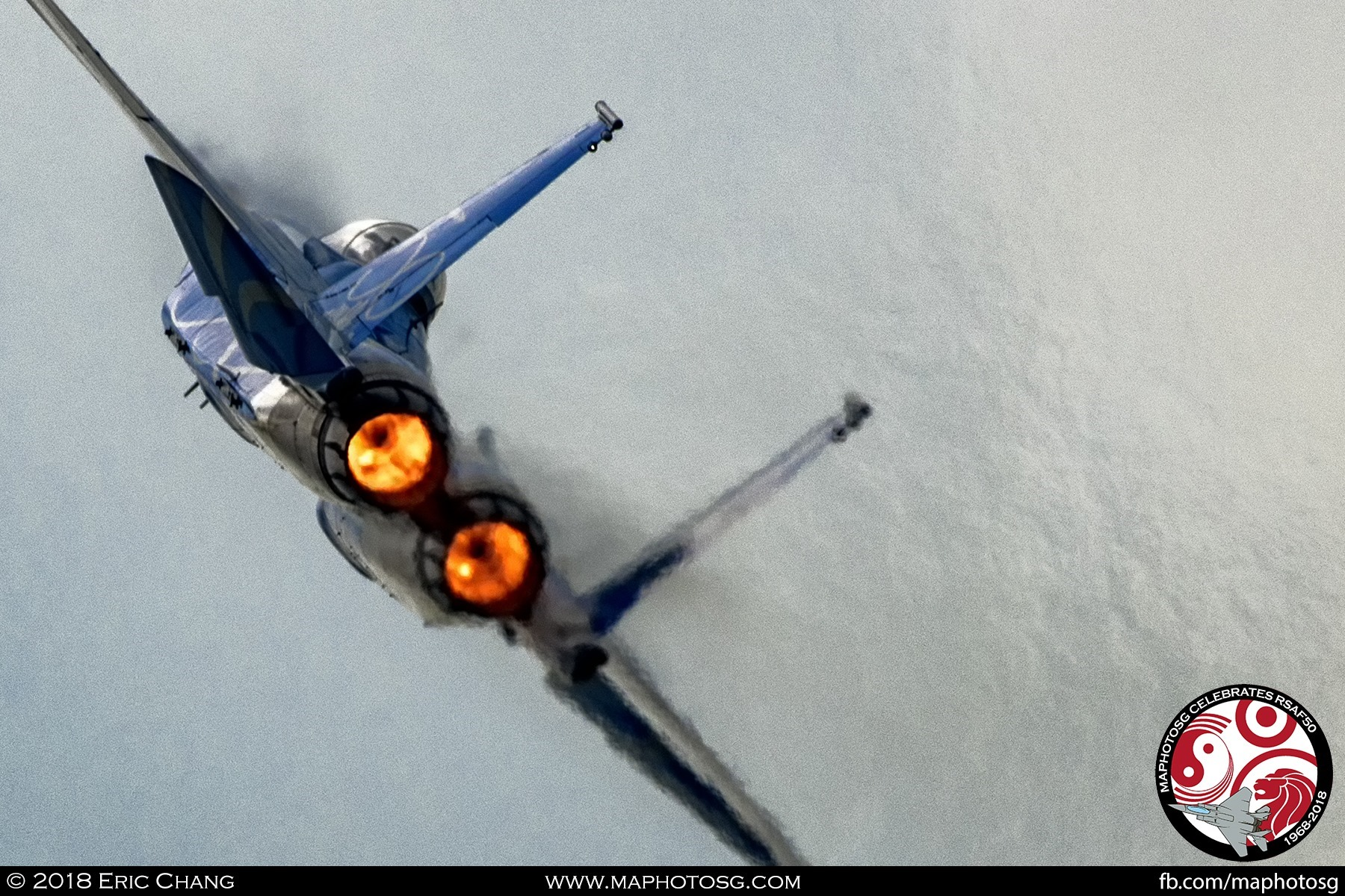High-G Turn – With full afterburners, the F-15SG pulls up to 9Gs in a 360 degree turn.