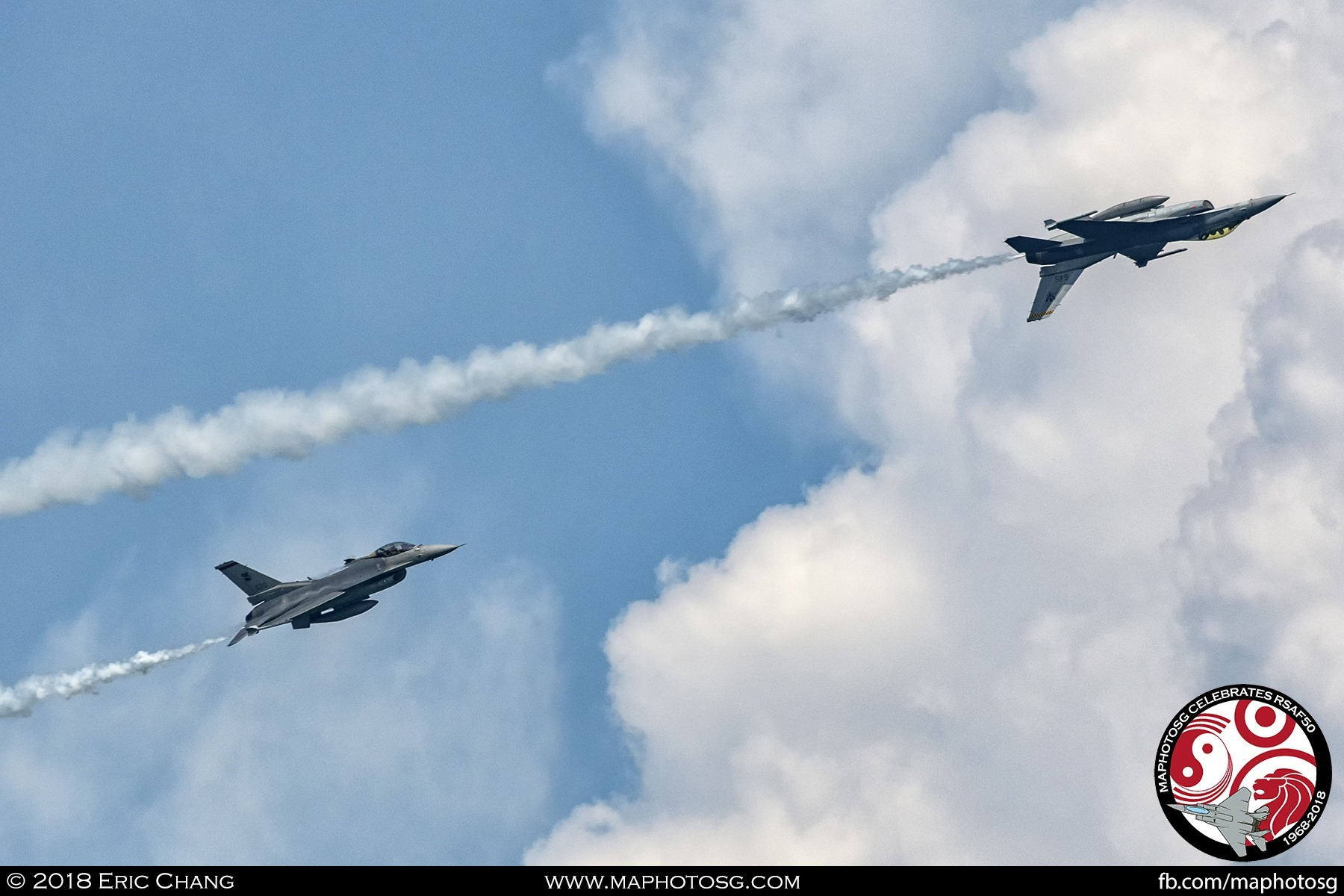 Inverted Helix – One of the F-16 flies inverted while the other executes a helix behind it.