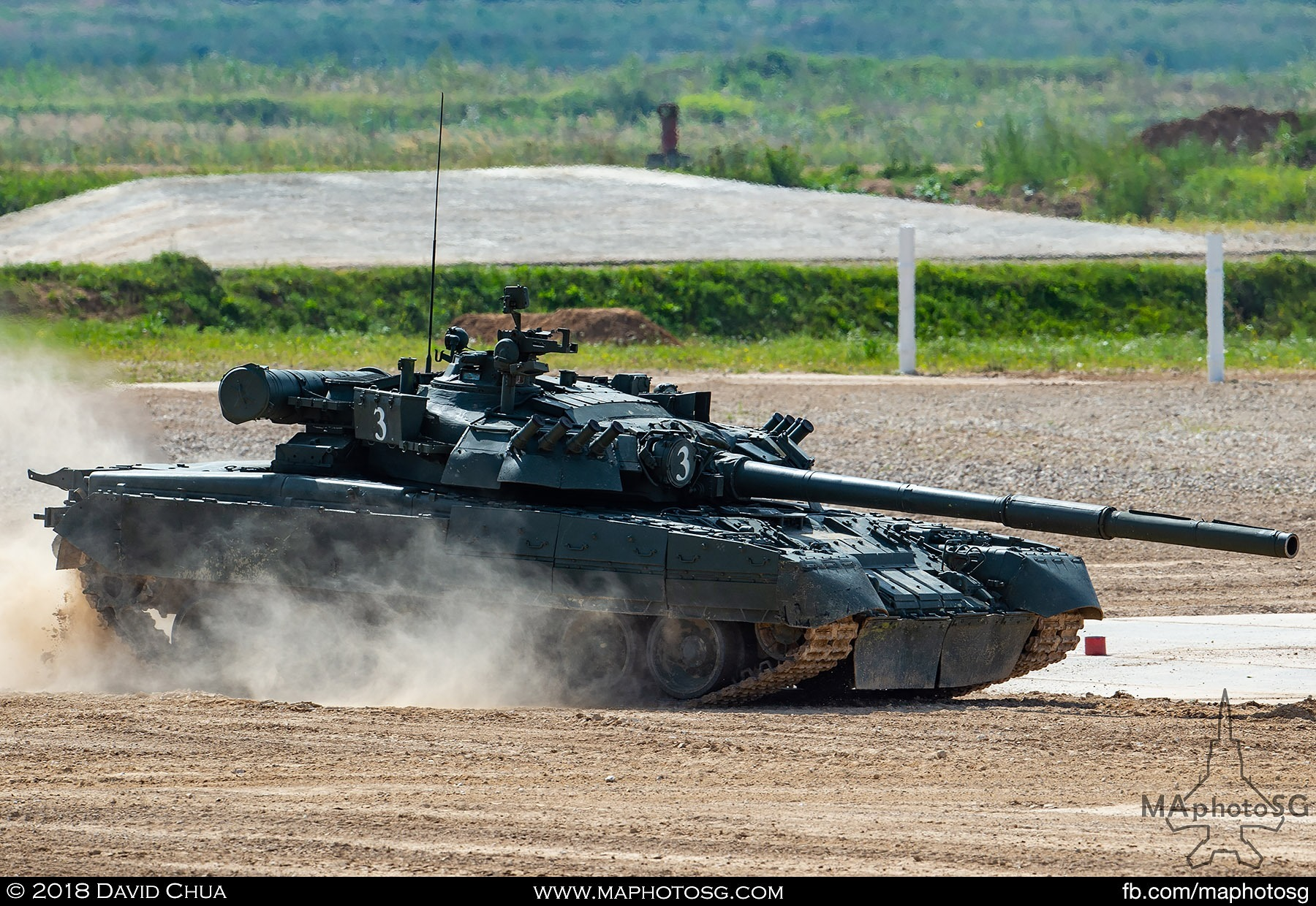 16. T-80E1 MBT makes an emergency stop during the tank ballet performance