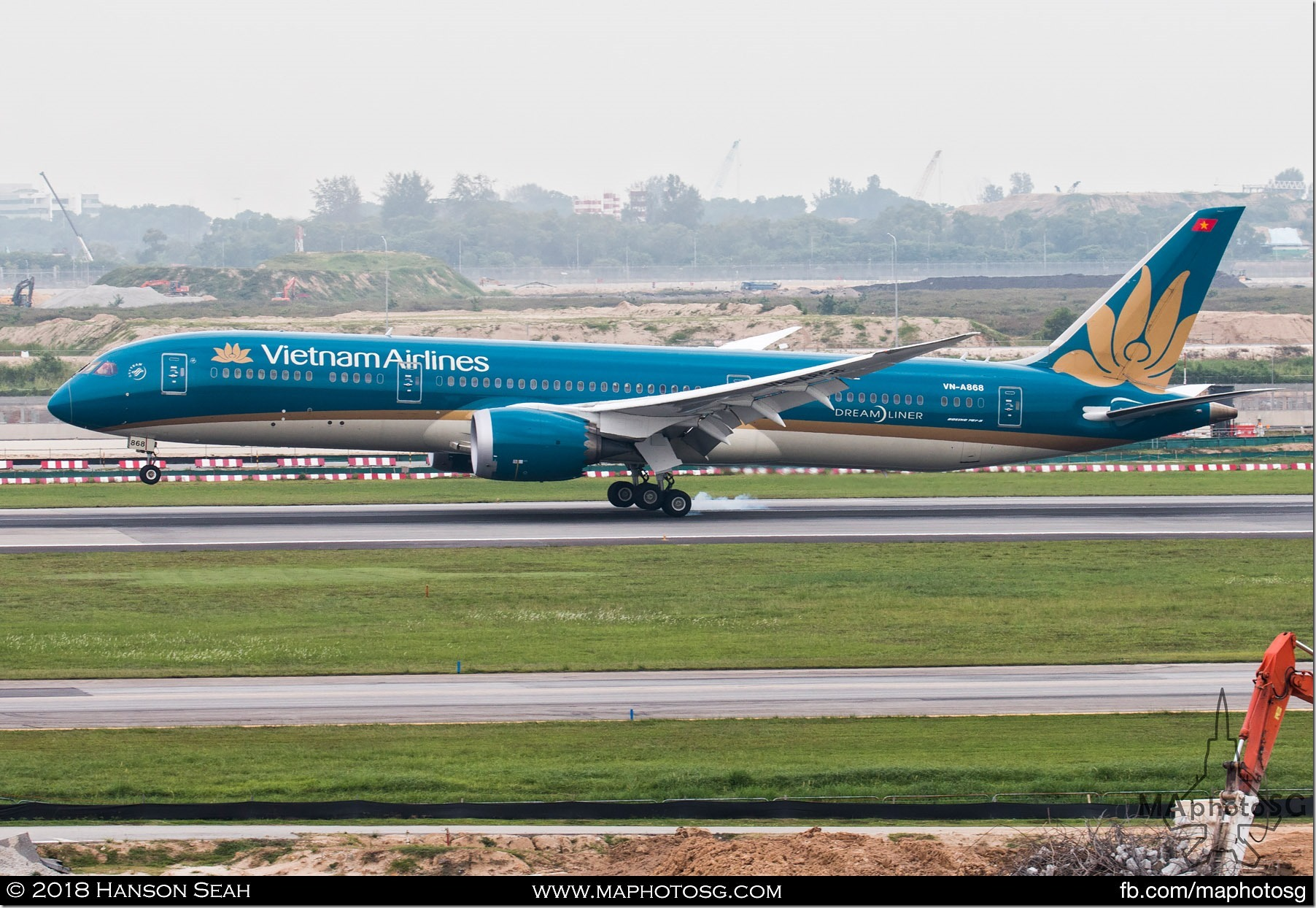 10. Vietnam Airlines Boeing 787 Dreamliner coming in with Prime Minister Nguyen Xuan Phuc