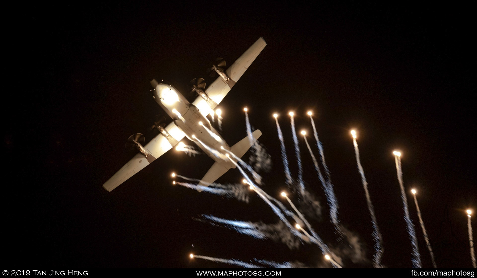 RAAF C-130J Hercules Flares display